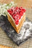 Gâteau à la carotte avec des framboises Photographie stock