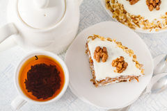 Gâteau à la carotte avec des noix Image stock