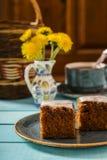 Gâteau à la carotte avec le givrage de fromage fondu Photographie stock libre de droits