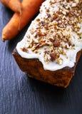Gâteau à la carotte avec le glaçage de crème de beurre Image stock
