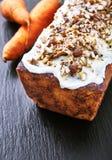 Gâteau à la carotte avec le glaçage de crème de beurre Image libre de droits