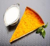 Gâteau à la carotte chaud images stock