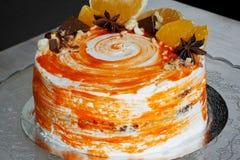 Gâteau à la carotte Gâteau lumineux, juteux et peu commun Couche juteuse et incroyablement à noix d'A de gâteau mousseline de car photo libre de droits