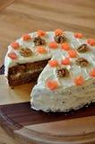 Gâteau à la carotte gratuit de sucre avec des wallnuts Photographie stock libre de droits