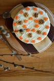 Gâteau à la carotte gratuit de sucre avec des wallnuts Image libre de droits