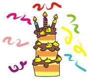 Gâteau à trois niveaux avec des bougies Photographie stock libre de droits