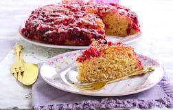 Gâteau à l'envers de canneberge Photographie stock libre de droits