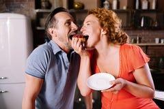 Gâteau acéré d'homme et de femme Photographie stock