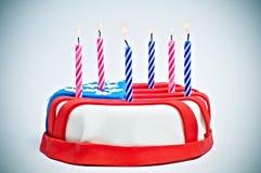 Gâteau américain avec des bougies Photos libres de droits