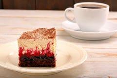 Gâteau au café doux sur le fond en bois Photo libre de droits