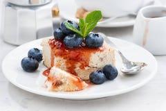 Gâteau au fromage avec de la confiture de baie, plan rapproché Image libre de droits
