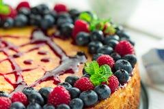 Gâteau au fromage avec des baies Image libre de droits