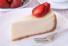 Gâteau au fromage avec des fraises Images libres de droits