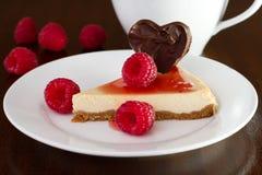 Gâteau au fromage avec des framboises Image libre de droits
