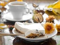 Gâteau au fromage avec du café image libre de droits