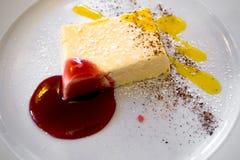 Gâteau au fromage crème avec la fraise et le citron Image libre de droits