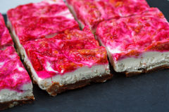 Gâteau au fromage cru de framboise de Vegan Photo libre de droits