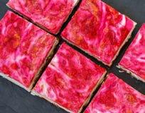 Gâteau au fromage cru de framboise de Vegan Photos libres de droits