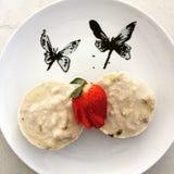 Gâteau au fromage cru de passiflore comestible de passiflore de vegan Photographie stock libre de droits