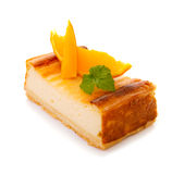 Gâteau au fromage d'isolement sur le fond blanc Photos stock