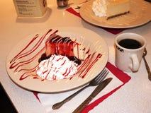 Gâteau au fromage dans le rétro wagon-restaurant de style dans le New Jersey de Newark images libres de droits