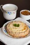Gâteau au fromage de cottage, menthe décorée d'un plat Photo stock