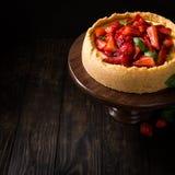 Gâteau au fromage de fraise avec le basilic Image libre de droits
