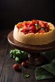 Gâteau au fromage de fraise avec le basilic Image stock