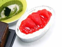 Gâteau au fromage de fraise d'isolement au-dessus du fond blanc Photo libre de droits