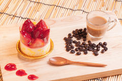 Gâteau au fromage de fraise sur le bois Photos libres de droits
