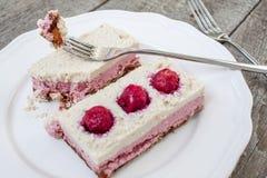Gâteau au fromage de gâteau d'anarcadier et fraises crus de baies, cerises Image stock