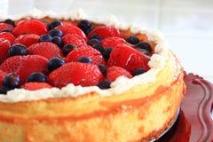 Gâteau au fromage de myrtille et de Strawberrry Images libres de droits