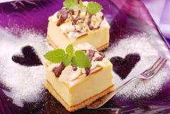 Gâteau au fromage de plaque pourprée Photographie stock libre de droits