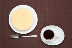 Gâteau au fromage et café rares Image libre de droits