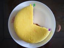 G?teau au fromage fait maison pendant le temps de th? photographie stock