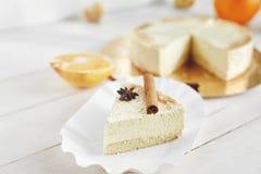 Gâteau au fromage léger avec les oranges et la cannelle Images stock