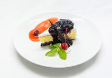 Gâteau au fromage mélangé de confiture de baie Photographie stock