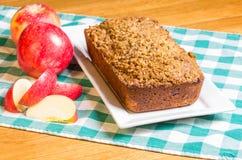 Gâteau aux pommes Avec les pommes coupées en tranches Photo libre de droits
