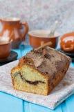 Gâteau avec de la cannelle et la croûte croquante de cannelle Photo stock