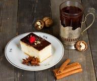 Gâteau avec de la crème de chocolat Image libre de droits