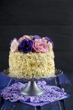 Gâteau avec des amandes et des clous de girofle Images libres de droits