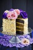 Gâteau avec des amandes et des clous de girofle Photo stock