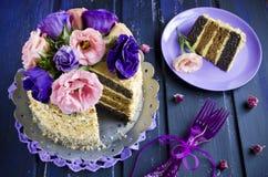 Gâteau avec des amandes et des clous de girofle Photo libre de droits