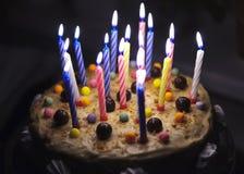 Gâteau avec des bougies Image libre de droits