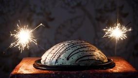 Gâteau avec des feux d'artifice banque de vidéos