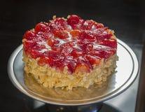 Gâteau avec des fraises photo stock