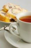 Gâteau avec du thé Photographie stock