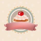 Gâteau avec la cerise Photos libres de droits