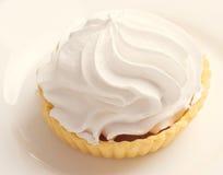 Gâteau avec la crème fouettée Photo libre de droits