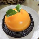 Gâteau avec la mousse orange Images stock